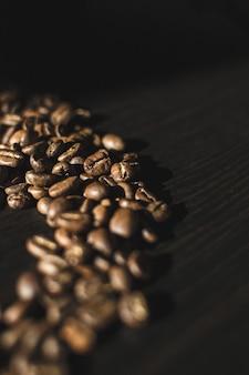 Chicchi di caffè in forma casuale