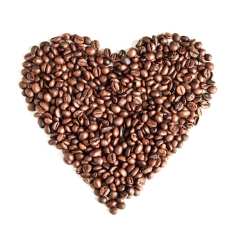 Chicchi di caffè isolati sulla vista superiore del fondo bianco