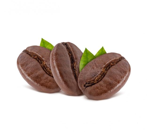 Chicchi di caffè tostati con foglie di caffè