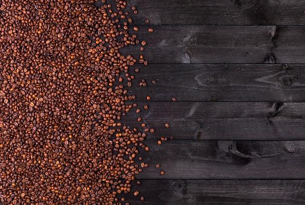 Chicchi di caffè. vista dall'alto con lo spazio della copia