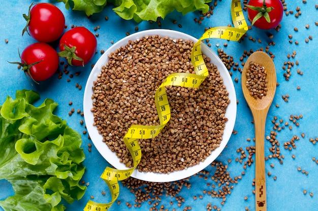 Chicchi di grano saraceno per un'alimentazione sana e dietetica