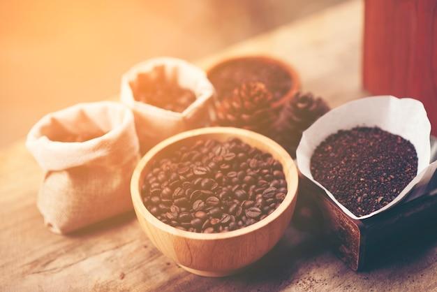 Chicco di caffè per processo a goccia, immagine del filtro vintage