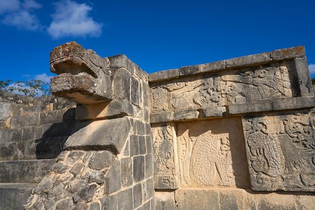 Chichen itza serpente testa yucatan in messico