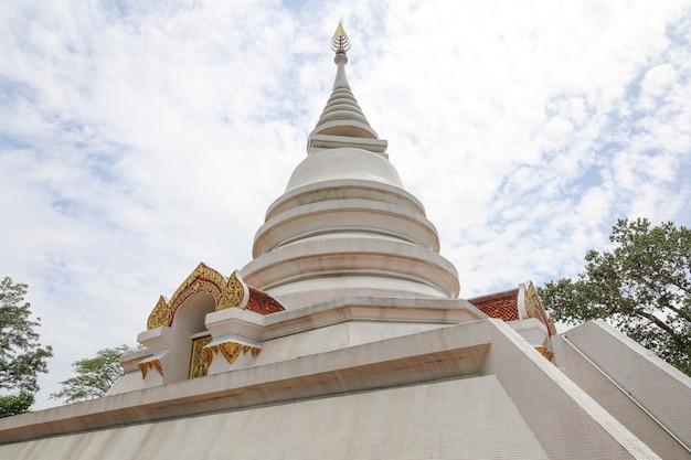 Chiesa bianca al tempio wat phra dhat pha-ngao è famoso tempio di chiang rai