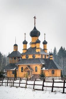 Chiesa invernale in legno