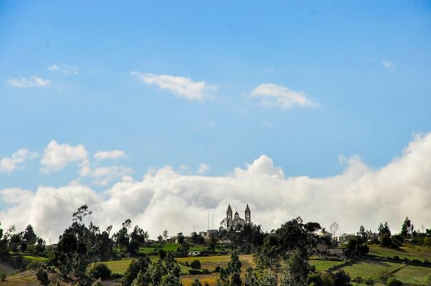 Chiesa su una collina