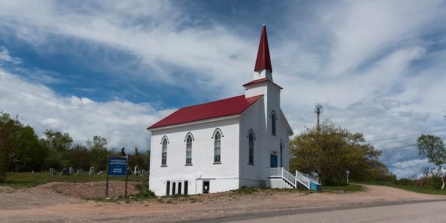 Chiesa sul ciglio della strada, cabot trail, isola di cape breton, nova scotia, canada