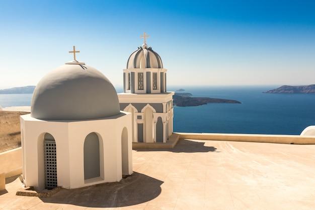 Chiesa tipica di santorini in grecia nelle cicladi