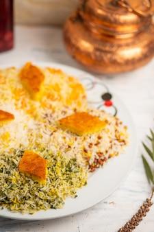 Chigirtma plov, contorno di riso con verdure ed erbe aromatiche.