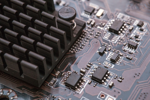 Chip digitale del computer con scheda madre