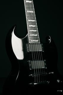 Chitarra nera, elettronica