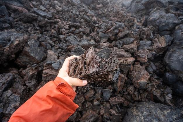 Chiuda in su del turbinio nero della lava nel parco nazionale dei vulcani delle hawai