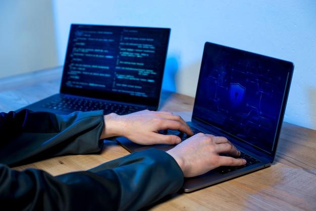 Chiuda in su dell'hacker