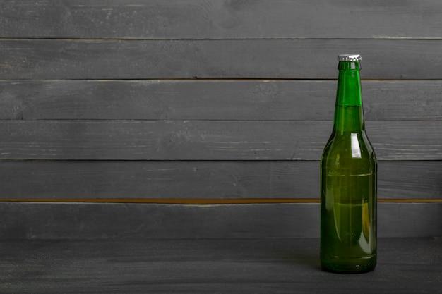 Chiuda in su della bottiglia da birra