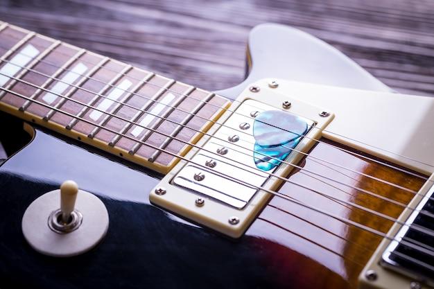 Chiuda in su della chitarra di musica