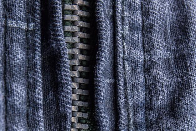 Chiuda in su della chiusura lampo dei blue jeans
