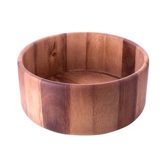 Chiuda in su della ciotola di legno vuota di legno isolata su priorità bassa bianca