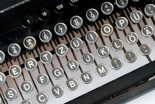 Chiuda in su della macchina da scrivere stile retrò