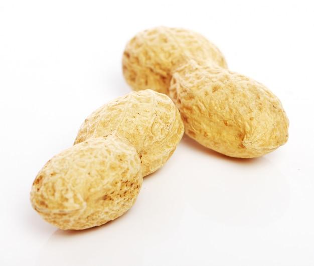 Chiuda in su delle arachidi fresche