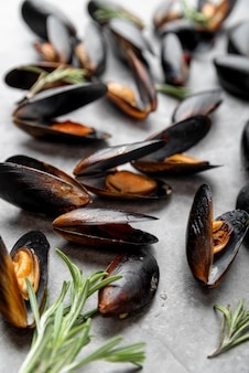 Chiuda in su delle cozze mediterranee gastronomiche