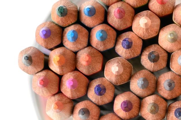 Chiuda in su delle matite di colore, materiale scolastico
