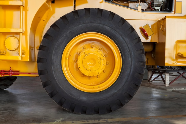 Chiuda in su delle parti del camion per il concetto meccanico