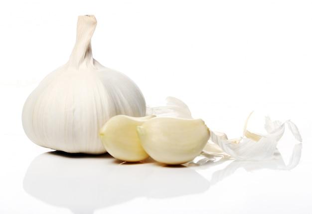 Chiuda in su di aglio fresco
