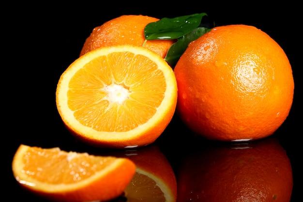Chiuda in su di frutta arancione fresca