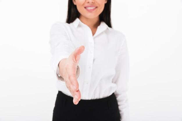 Chiuda in su di una donna di affari asiatica amichevole