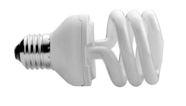 Chiuda in su di una lampadina bianca su priorità bassa bianca con il percorso di residuo della potatura meccanica