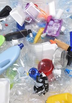 Chiuda in su di una plastica di riciclaggio