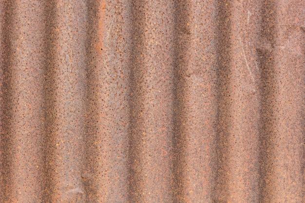 Chiuda in su di vecchio tetto di zinco