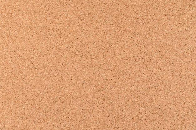 Chiuda in su e vista superiore della scheda marrone del sughero per priorità bassa