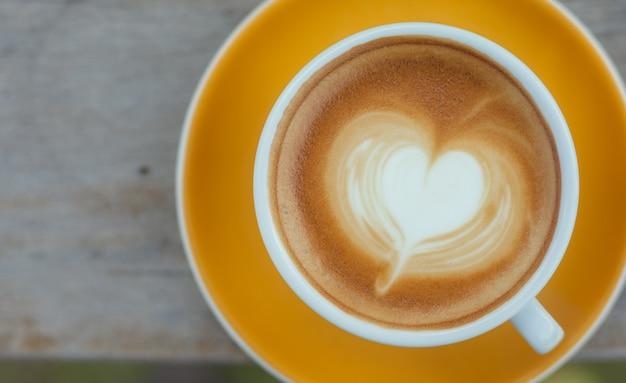 Chiuda in su latte art caffè