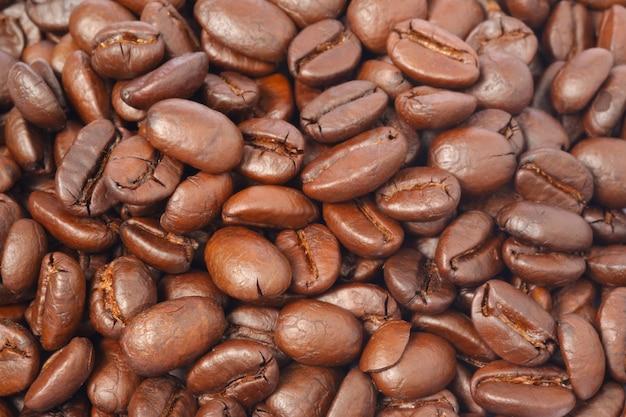 Chiuda sui chicchi di caffè arrostiti