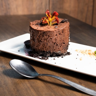 Chiuda sul deserto della mousse di cioccolato