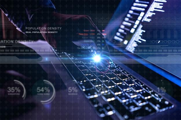 Chiuda sul keybaord del computer portatile futuristico con l'interfaccia 3d
