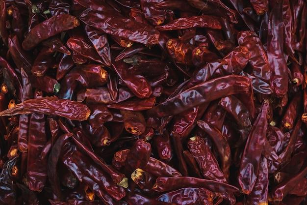 Chiuda sul peperone secco nel mercato