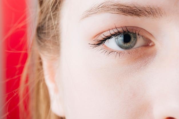 Chiuda sul ritratto degli occhi della donna