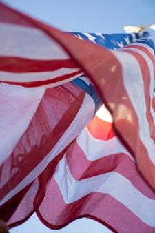 Chiuda sulla bandiera degli sua in cielo