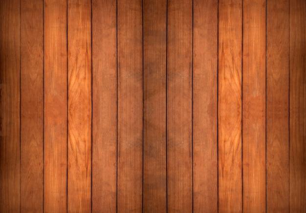 Chiuda sulla parete e sul pavimento di legno del tek curvo in bianco