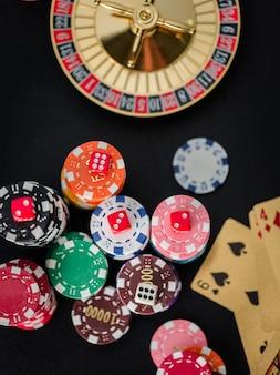 Chiuda sulla tabella di gioco della mazza dei dadi rossi