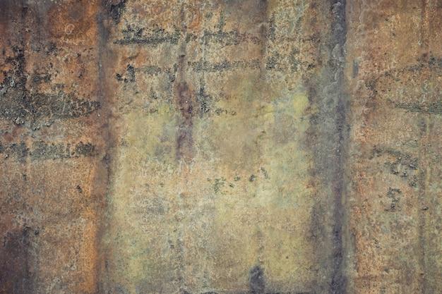 Chiuda sulla vecchia parete rustica del metallo