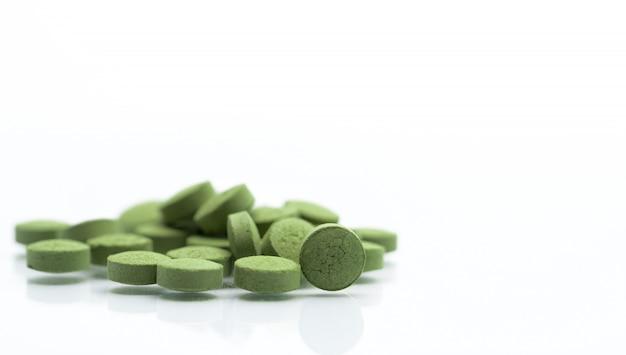 Chiuda sulle pillole delle compresse della medicina di erbe di andrographis paniculata