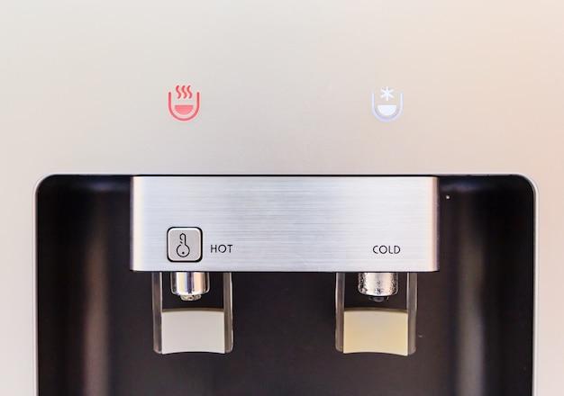 Chiuso di rubinetto dell'acqua calda e fredda del distributore di acqua, refrigeratore d'acqua