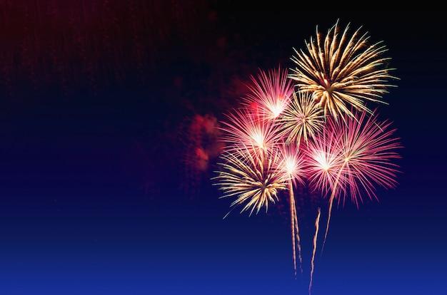Chiuso-up di sfondo di fuochi d'artificio.