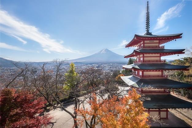 Chureito pagoda e mt. fuji in autunno