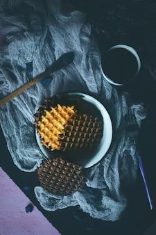Cialde con glassa al cioccolato con caffè