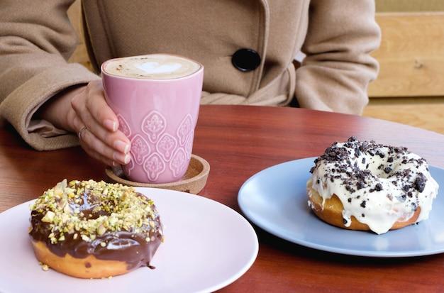 Ciambelle di cioccolato e caffè