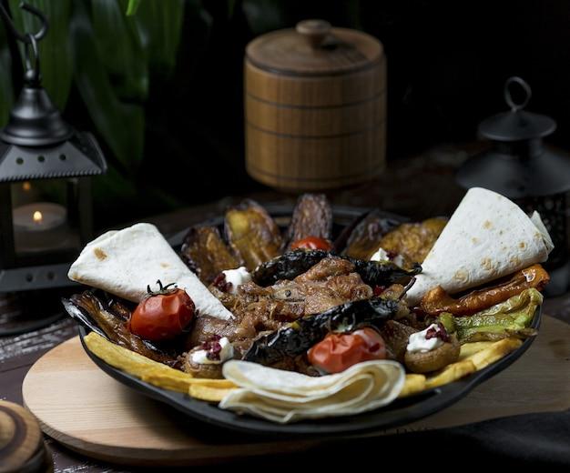 Cibi e ingredienti della griglia nazionale sac per il menu della cena
